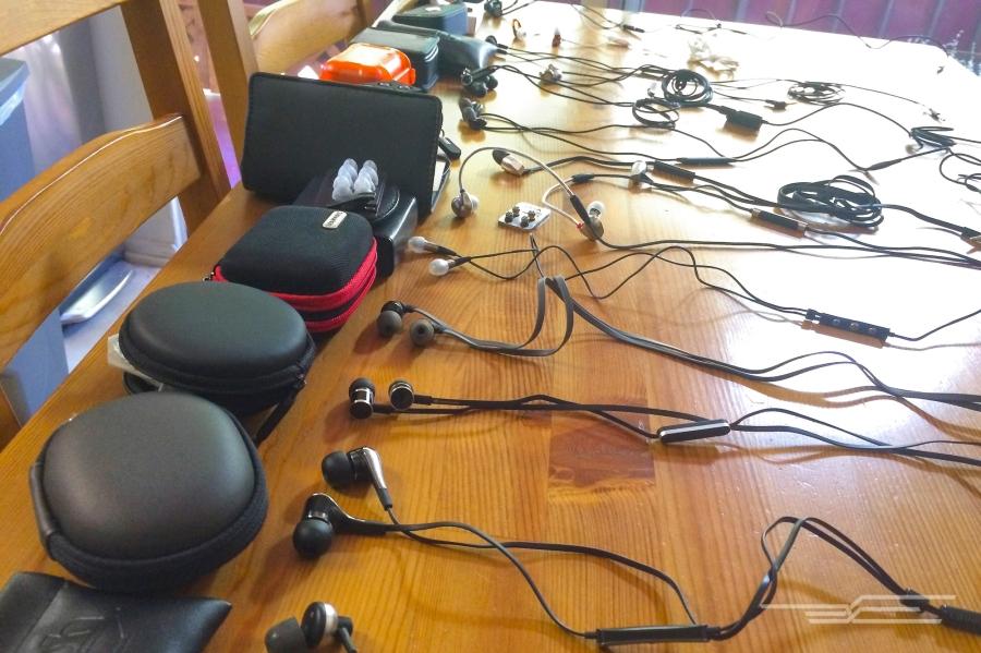02-200-in-ear-headphones-2000.jpg