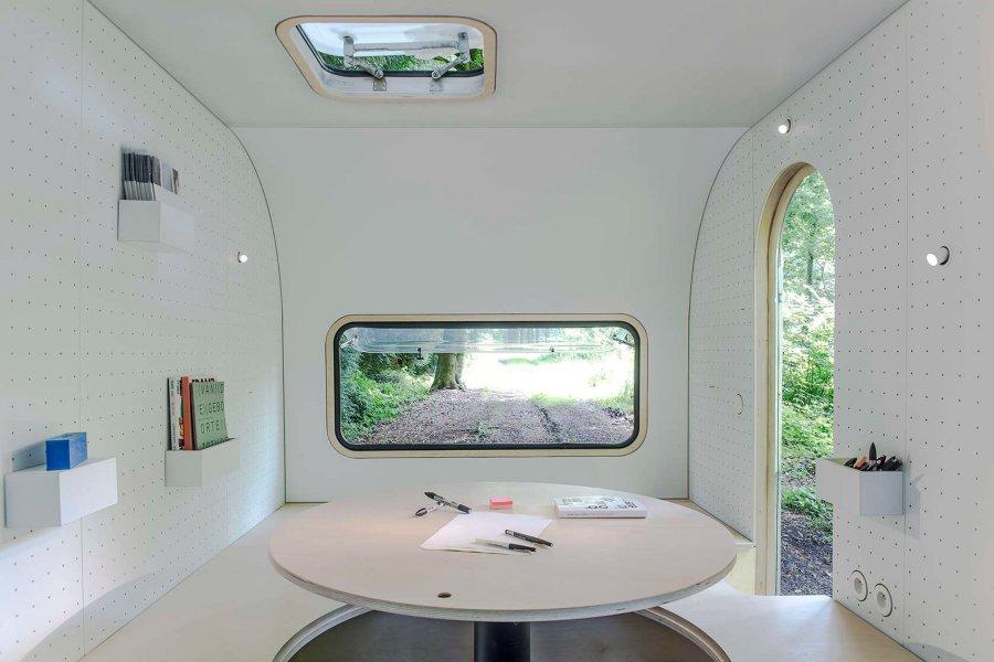 dojo-wheels-caravan-transport-mobile-office-interior-design-five-am-belgium-architizer-a-awards-2016_dezeen_2364_col_0.jpg