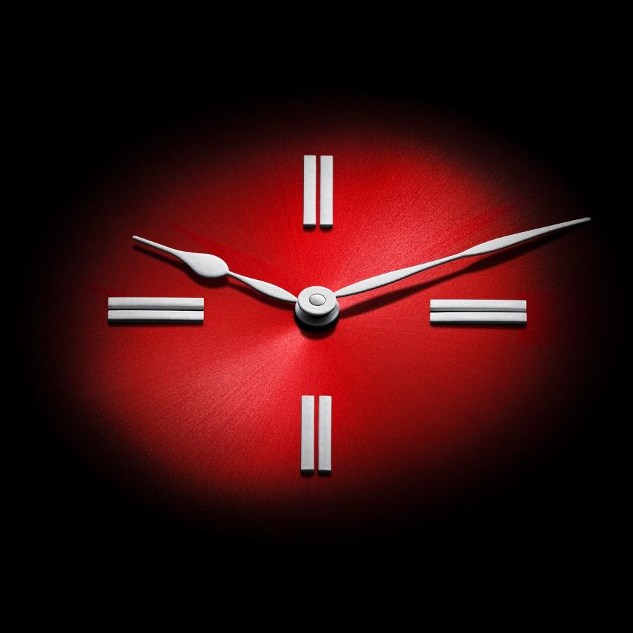 H._Moser_100percent_Swiss_red_fume_dial-4000x4000.jpg