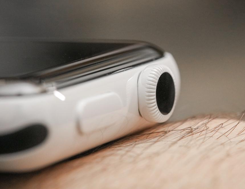 Apple-Watch-Series-2-Edition-White-Ceramic-aBlogtoWatch-04.jpg