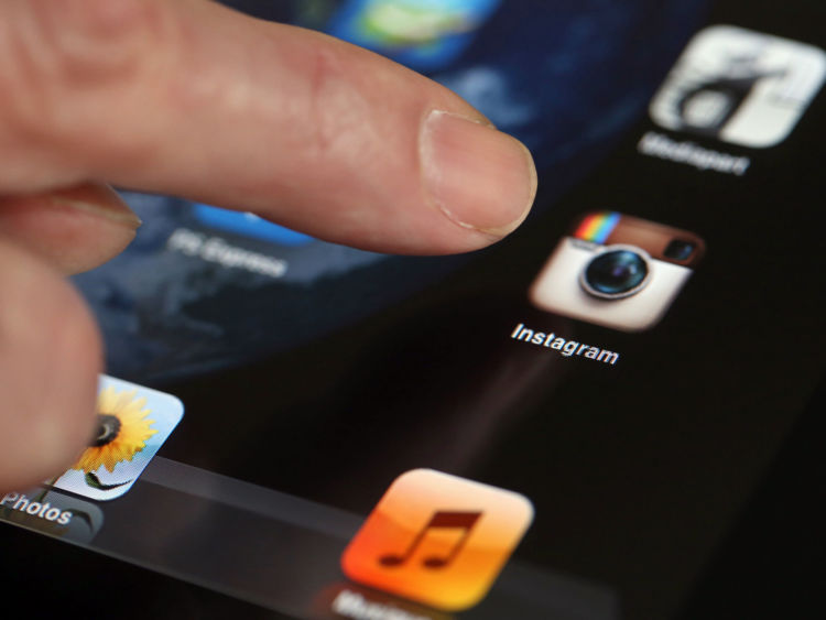 A man shows the smartphone photo sharing
