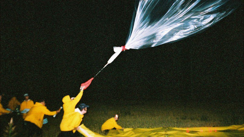 man-vs-lightning-balloon-lead-h.jpg