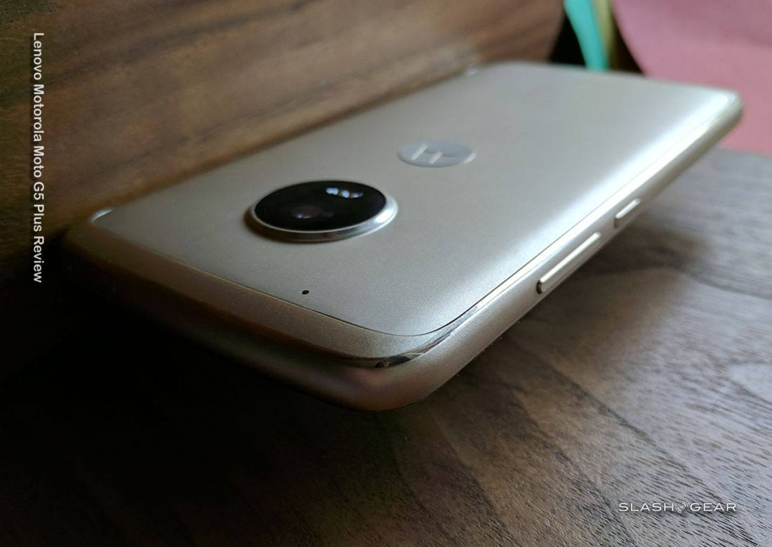 motog5plus_review_slashgear_float.jpg