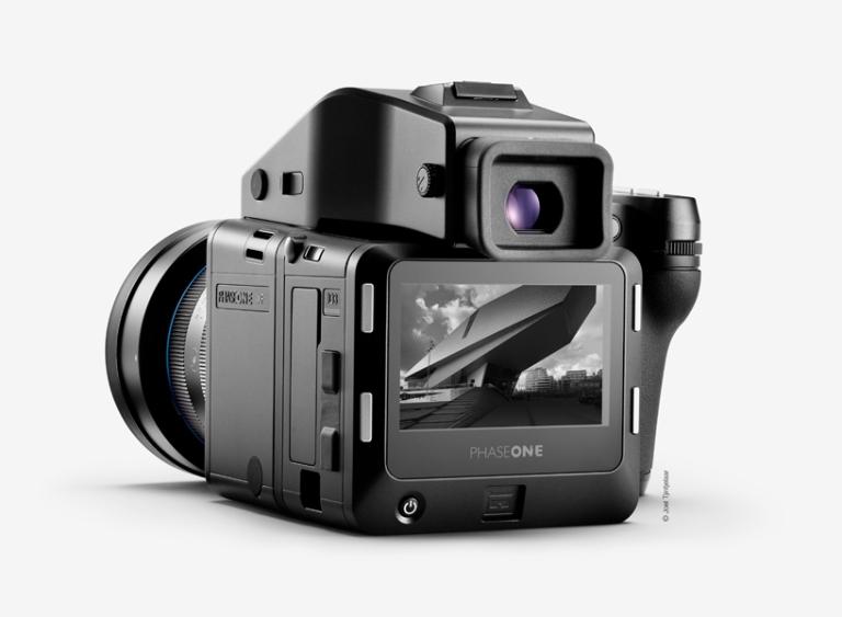 phase-one-IQ3-black-white-camera-designboom-03.jpg