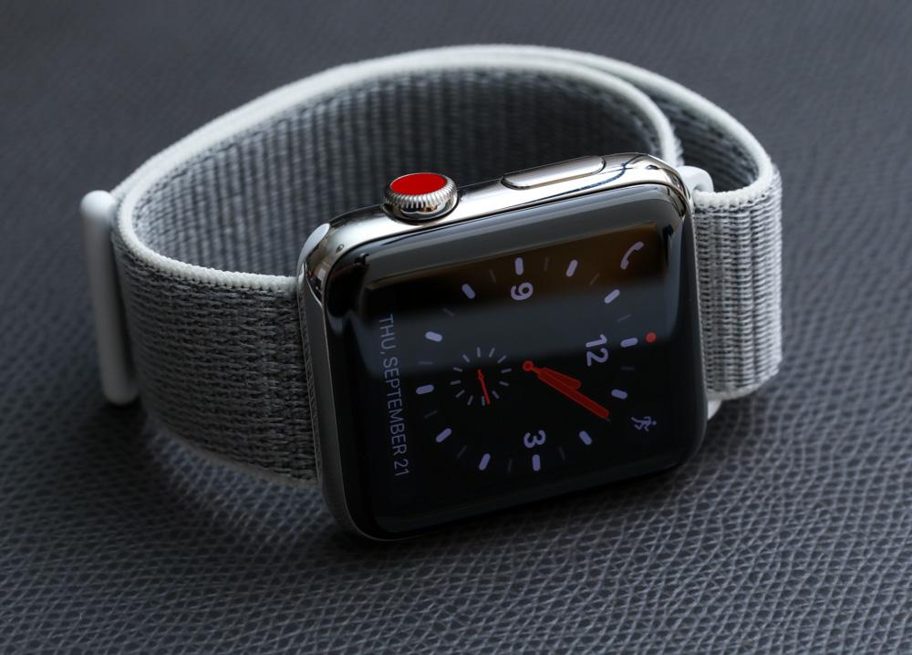 Apple-Watch-Series-3-steel-sport-loop-13