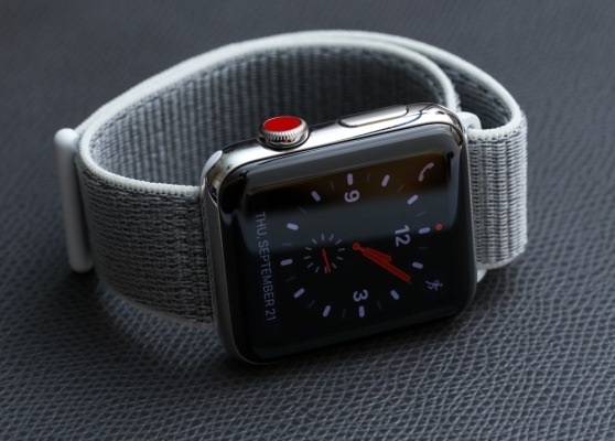 Apple-Watch-Series-3-steel-sport-loop-13