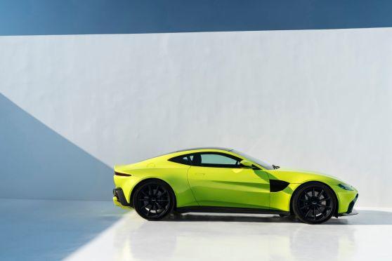 Aston-Martin-Vantage_Lime-Essence_09-1440x960.jpg